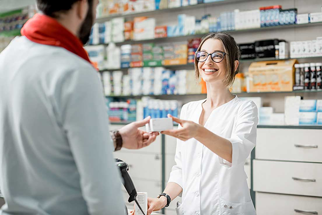 4 Reasons Why You Should Consider a Career as a Pharmacy Technician